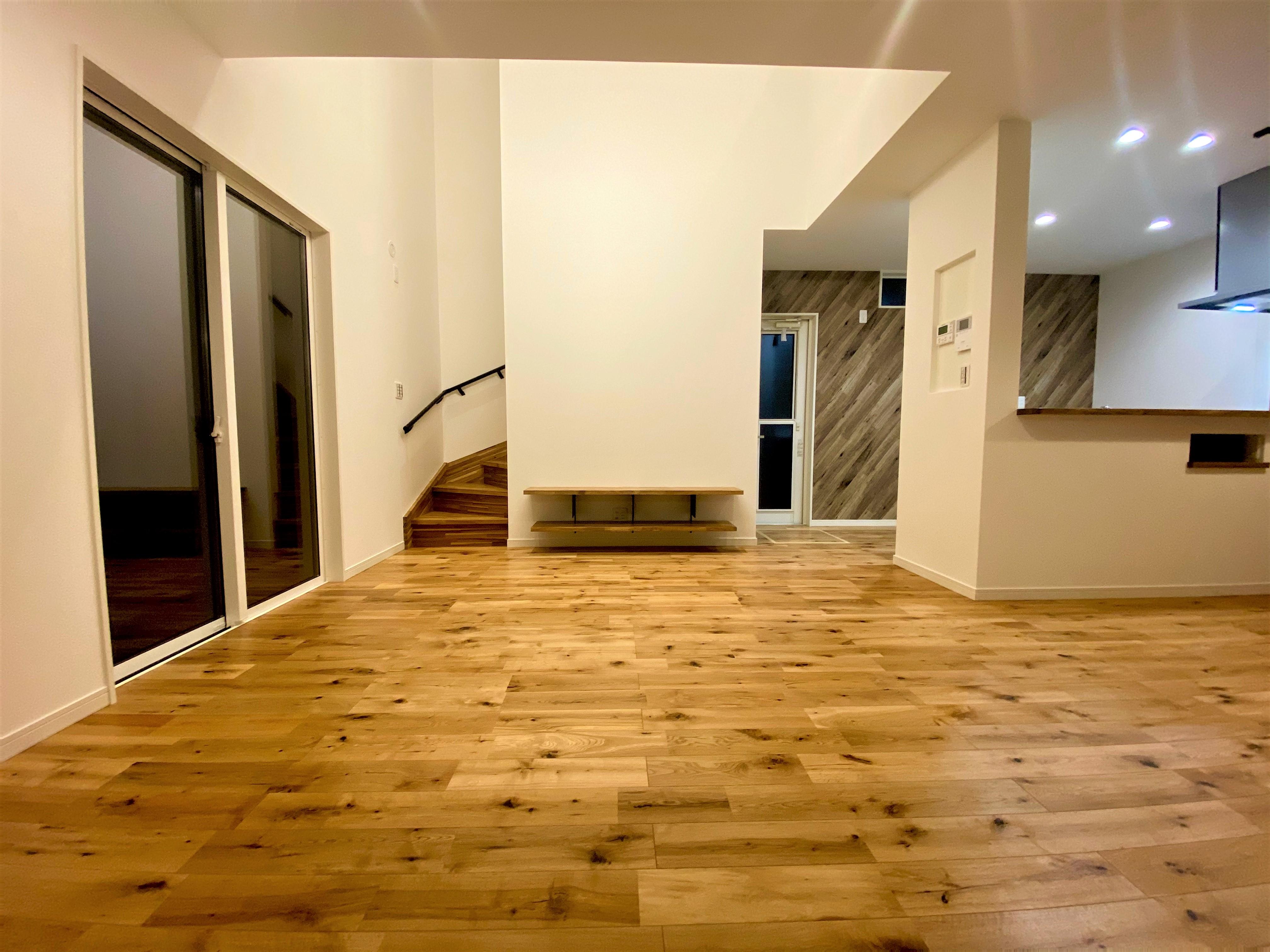 フレッシュフィールドなりざわ東谷山店近くに新築建売が完成いたしました。